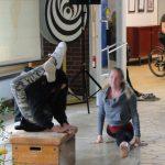 Akrobatische Einlagen von Lea und Sarah